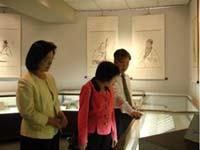 黃秀敏博士於黃所長、郭教授帶領下參觀立夫中醫藥展示館