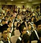 畢業典禮場內學生與家長座無虛席