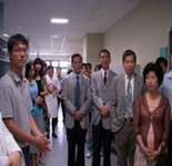 醫學系13屆同學代表與共同實驗室師生