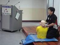 紅十字會教練說明CPR急救技術