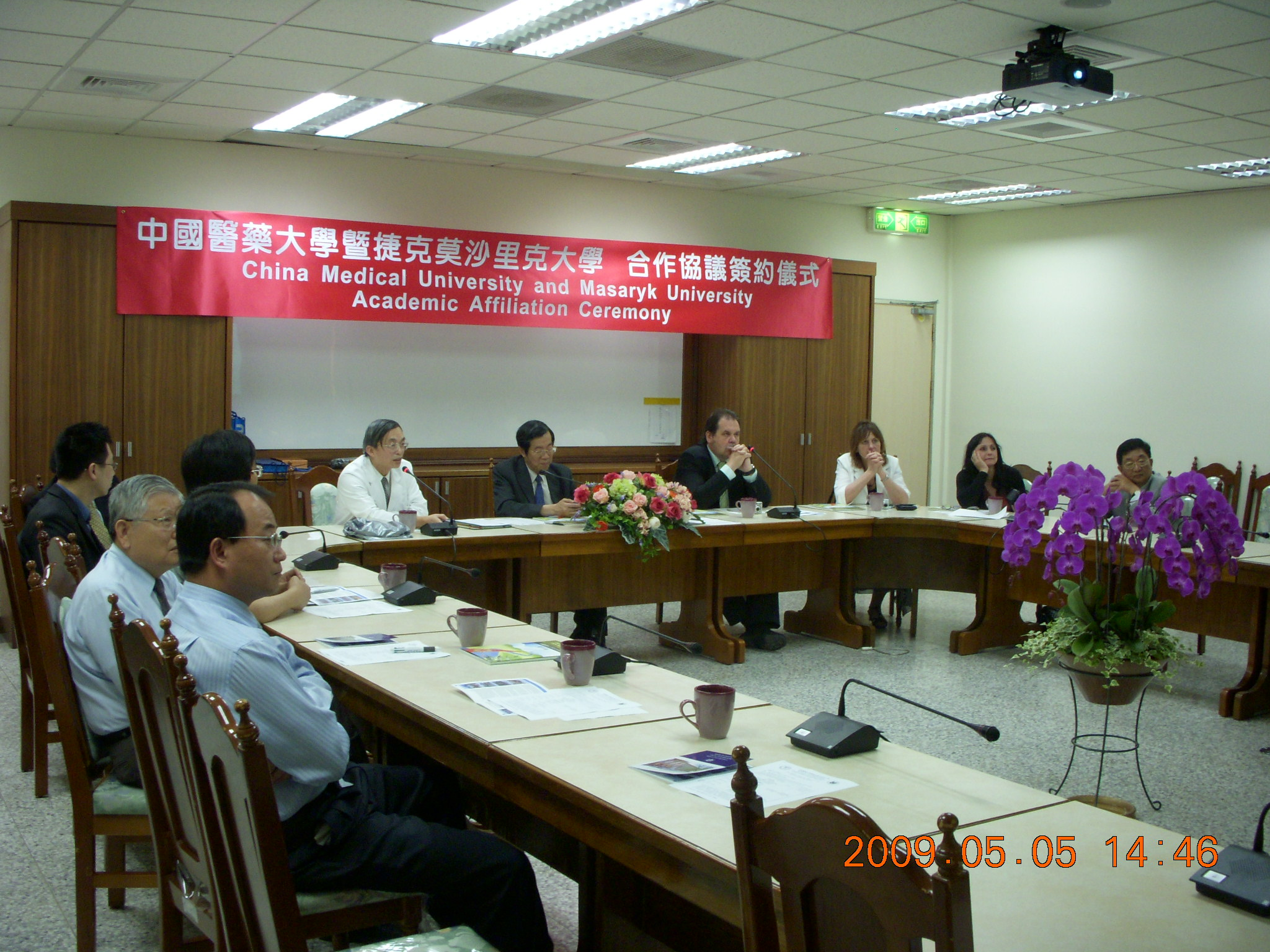 Prof. Wu-Chung Shen introduced the medical education in Taiwan.