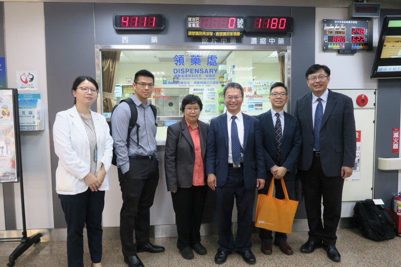 Dean Liang-Yo Yang and Associate Dean Hung-Rong Yen accompanied Chair Fred Wong, Chair Christina Chai and Dr. Edward Chow to visit Chinese Medicine Hospital of China Medical University