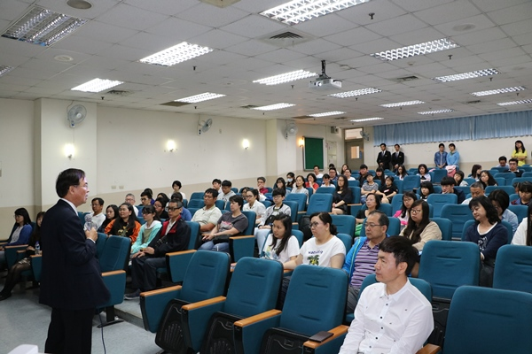 Vice-president Chiang Welcoming Prospective Students