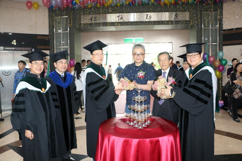 Chairman Tsai, President Hung, and Mr. Ethan Tu in the Champagne Pouring Ceremony