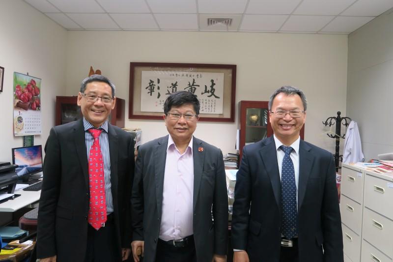 Professor Khay Guan Yeoh, Vice President Lu-Hai Wang, and Dean Liang-Yo Yang
