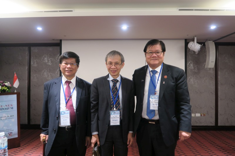 President Mien-Chie Hung (right), Vice-President Lu-Hai Wang (left), and Director Dow Rhoon Koh