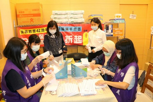 International Students Helping with the Mask Distribution
