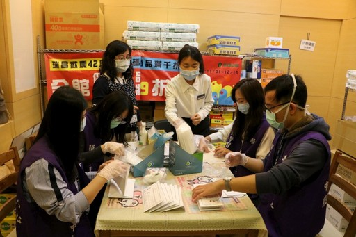 International Students Help with Mask Distribution