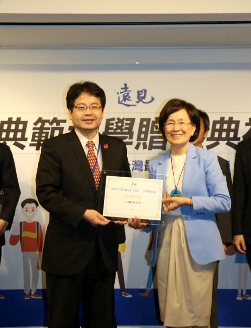 Chief Secretary Yueh-Sheng Chen (left)