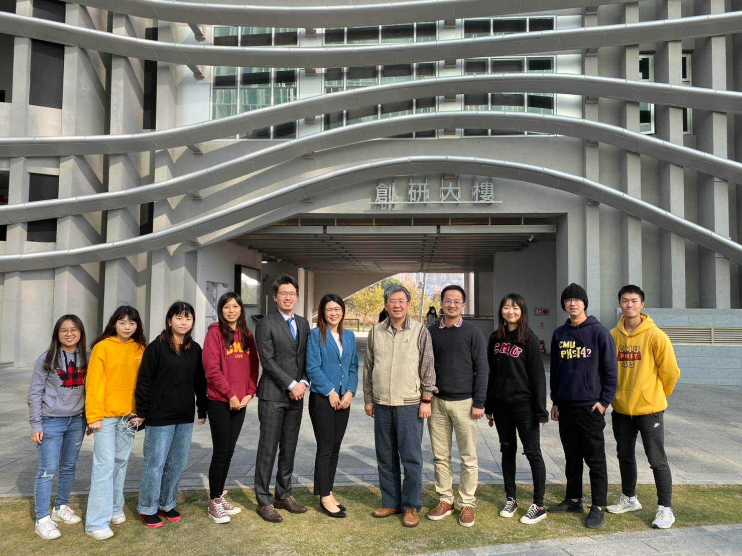 Professor Bing-Fang Hwang (5th from the right) and the research members of CMU College of Public Health
