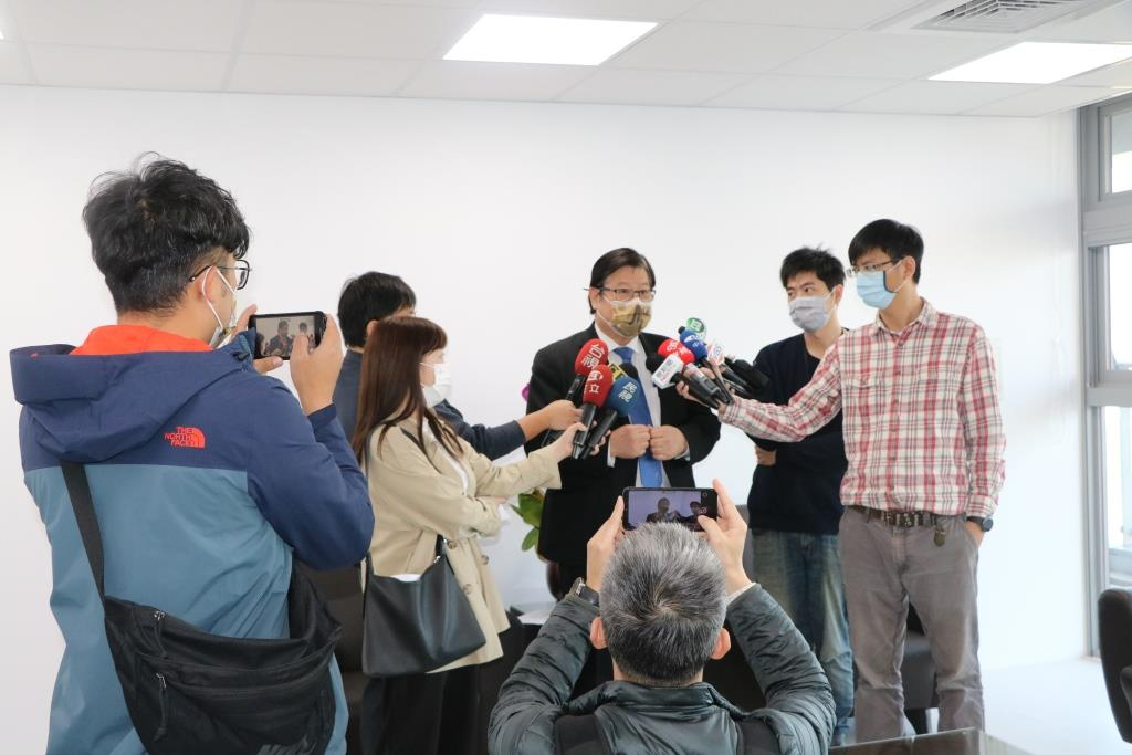 President Mien-Chie Hung giving interview to the press