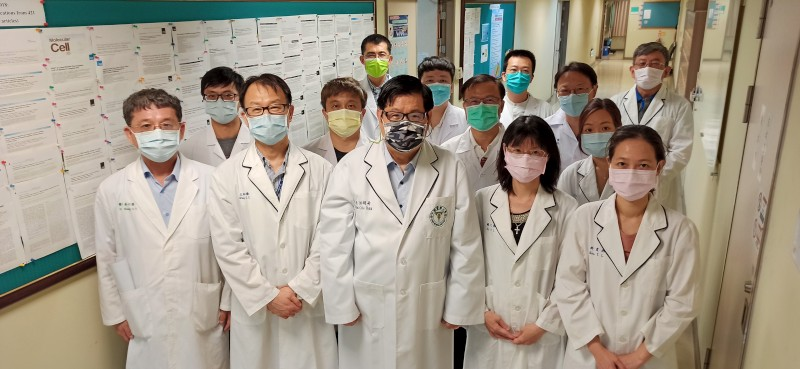 President Mien-Chie Hung and his research team