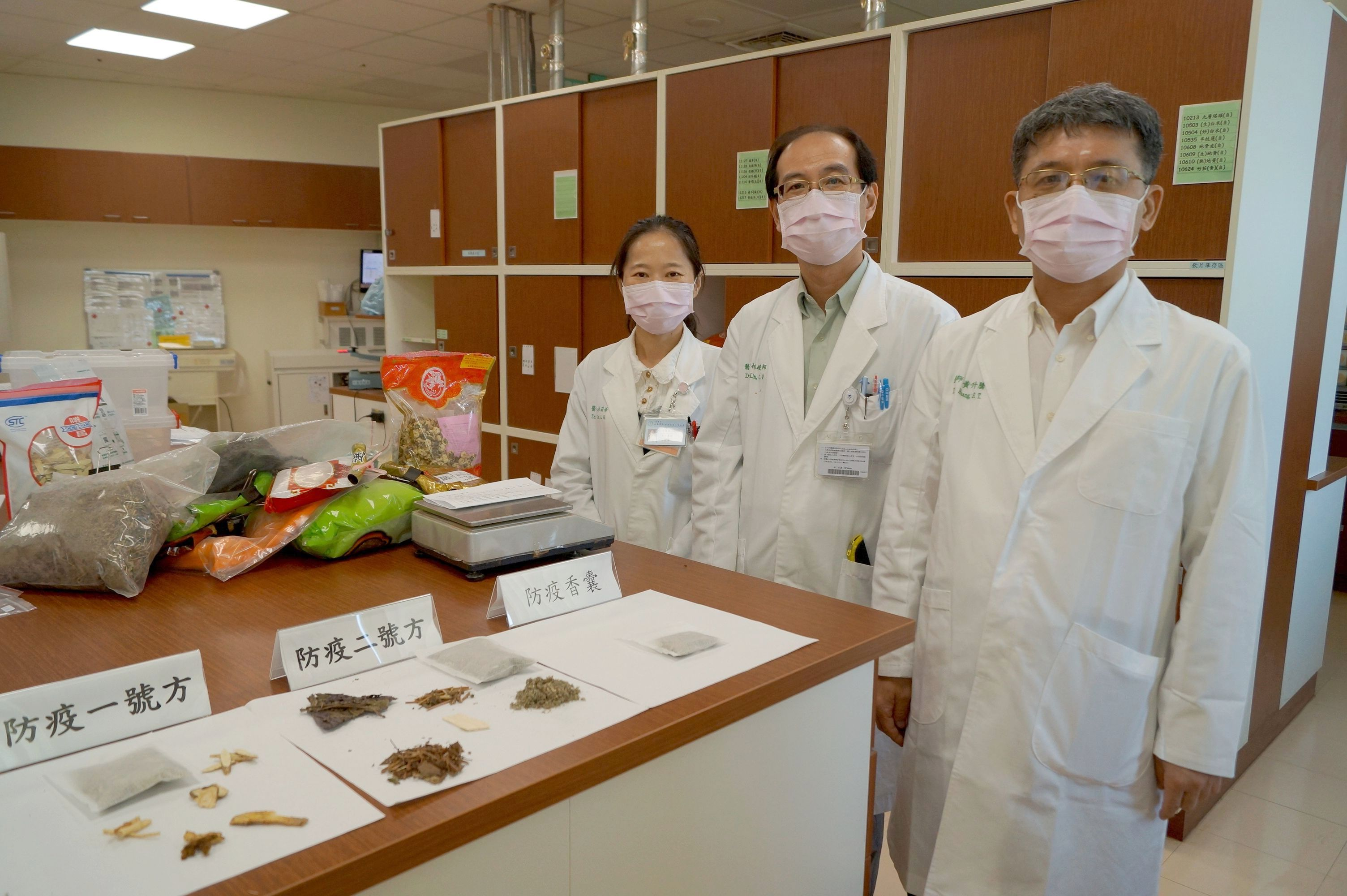 Dr. Sheng-Teng Huang (right) and his Chinese medicine research team
